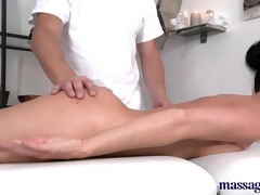 massage rooms sexy chick squirting when getting